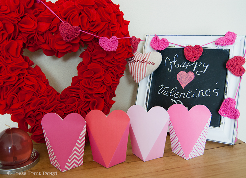 How to crochet a heart and free printables by Press Print Party!