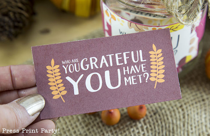 Free Thanksgiving printable conversation cards for Thanksgiving dinner activity. Game for Thanksgiving. free printable Thanksgiving ideas for dinner. What to do at Thanksgiving dinner. With questions to boost conversation. Fall leaves design. Put them in a jar with label. Press Print Party! What are you thankful for? Who are you grateful you have met?