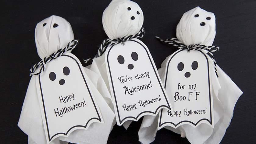 Ghost Lollipops DIY w. Free Halloween Printable Tags.