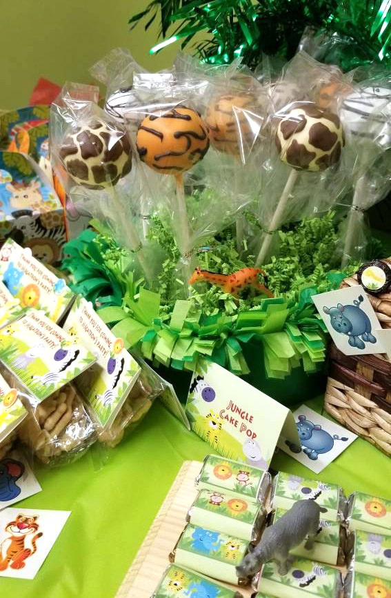 Jungle Party cake pops in animal prints