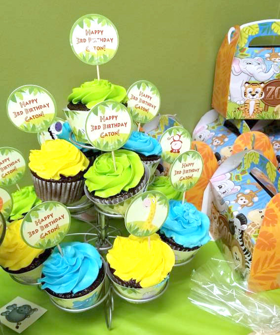 Jungle Party Cupcakes in several colors with Jungle cupcake toppers