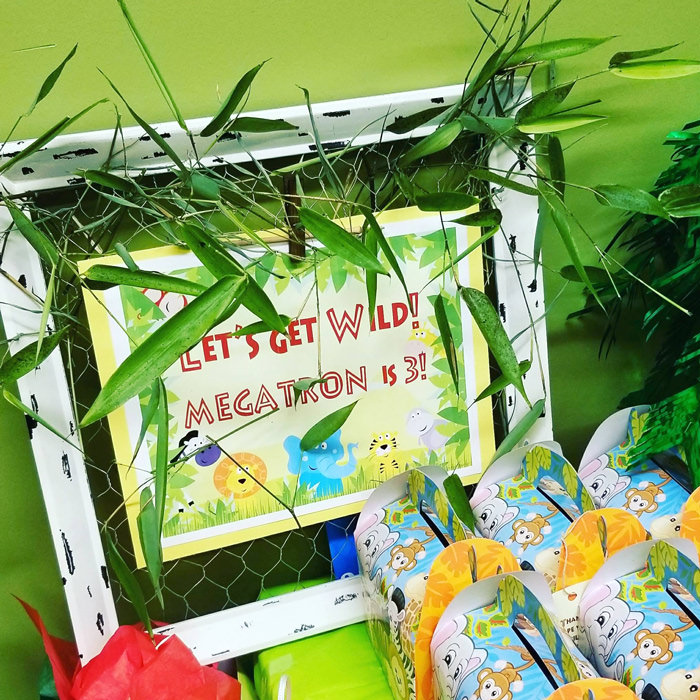 Jungle Party table with Let's get Wild sign
