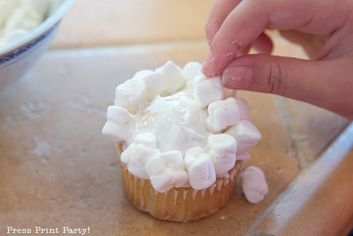 Cupcake with marshmallows on top that looks like popcorn - Press Print Party!