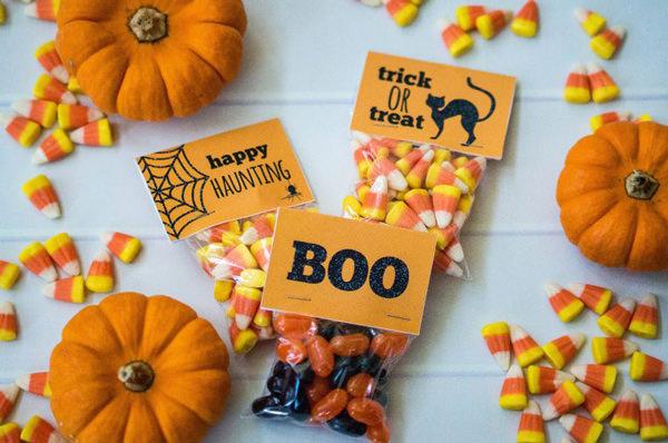 Free Halloween Printables - treat bag - List by Press Print Party!