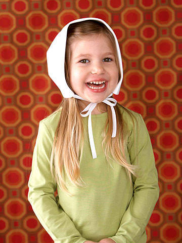girl with pilgrim hat bonnet DIY