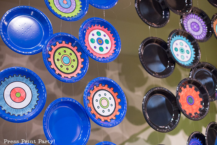 Plates backdrop gears -Science party decoration ideas DIY -Press Print Party!