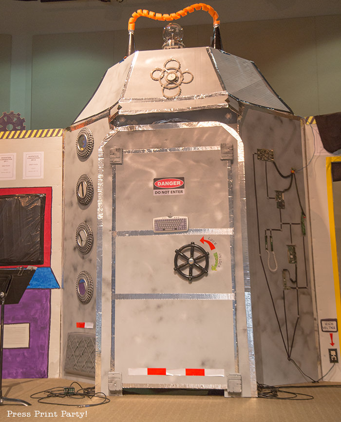 Time Lab VBS stage, time machine -Science party decoration ideas DIY -Press Print Party!