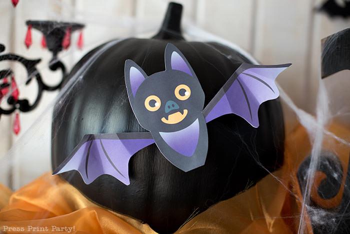 Free printable Halloween craft for kids - printable bat on a black pumpkin - Press Print Party! DIY Halloween decoration ideas.
