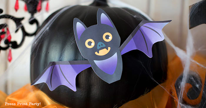 Free printable Halloween craft for kids - printable bat on a black pumpkin - Press Print Party! DIY Halloween decoration ideas.