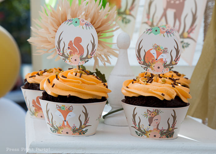 woodland baby shower cupcake toppers and wrappers printable. Chocolate cupcakes with orange frosting and chocolate sprinkles. Woodland animals Baby Shower Theme with woodland creatures and forest animals party supplies. Woodland decoration girl baby shower ideas. Can be used for woodland birthday party. Rustic forest animals with flowers and antlers. Fox baby shower, Deer baby shower.
