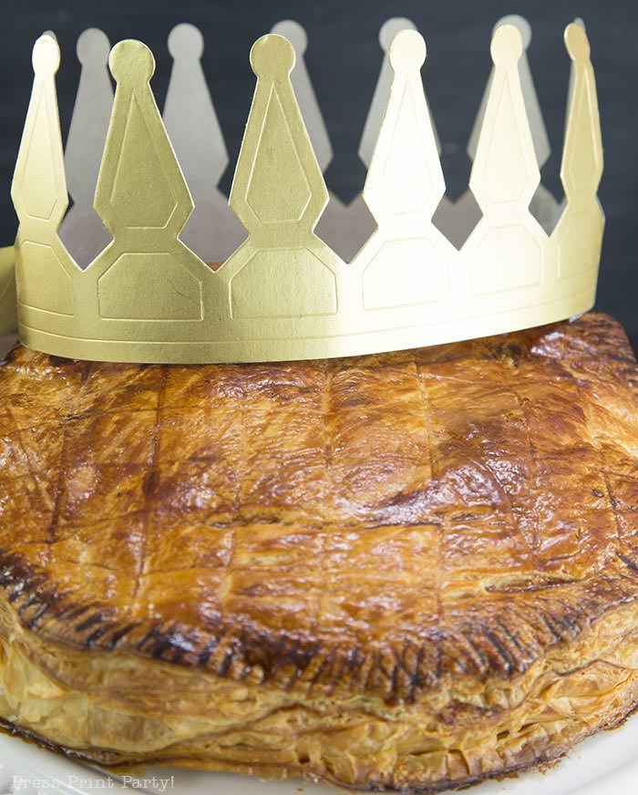 Authentic galette des rois recipe - French kings cake pastry with almond paste. French tradition, French style kings cake. easy to make with golden crown by Press Print Party!