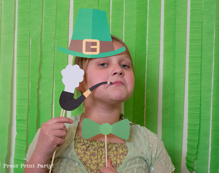 St. Patrick's day free photo booth props printables. Leprechaun hat, pipe, green neck tie, by Press Print Party!