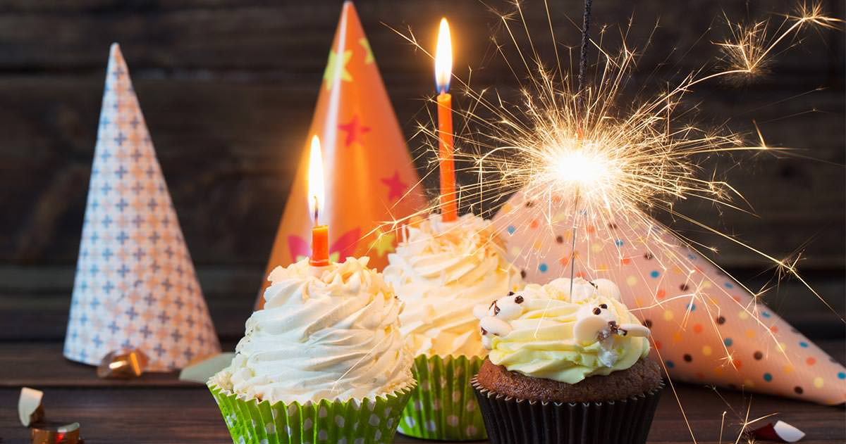 8 epic teen birthday party ideas - cake with sparklers - Press Print Party!